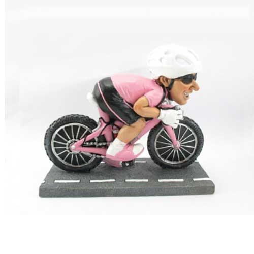 statuina ciclista maglia rosa