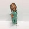 Statuina caricatura mestiere dottoressa giovane