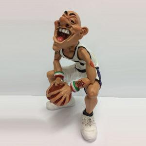 Statuina caricatura mestiere giocatore di basket divisa bianca