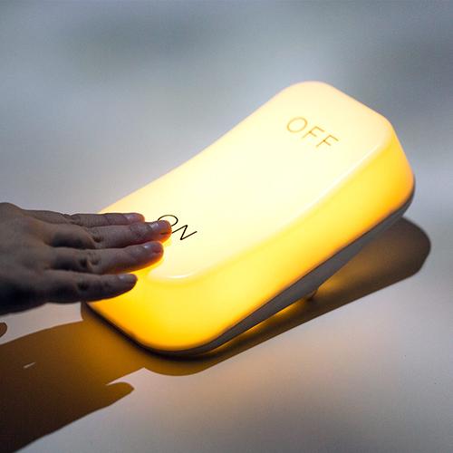 Lampada led oscillante da tavolo ON OFF