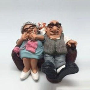 """Statuina, caricatura mestiere, professione """"Coppia Nonni sul divano"""""""