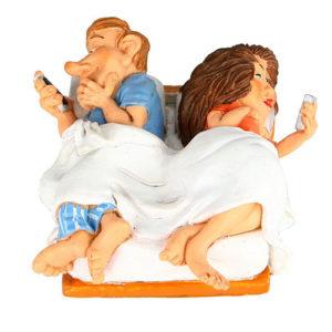 Statuina, caricatura mestiere, professione Fidanzati nel letto 8 cm.
