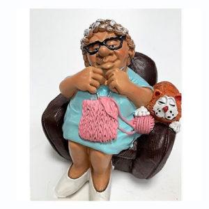 Statuina, caricatura mestiere, professione Nonna, Pensionata su poltrona