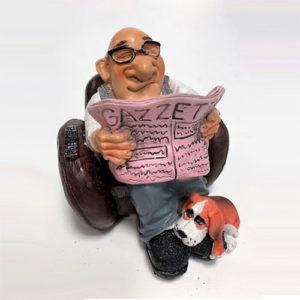 Statuina, caricatura mestiere, professione Nonno Pensionato su poltrona