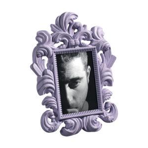 Portafoto in legno viola stile barocco con striature scure