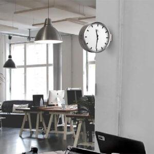 Orologio da parete a bandiera in alluminio e bianco