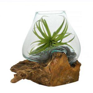 Vaso in vetro fuso su legno